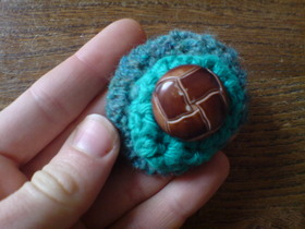 Crocheted_brooches_3